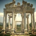 В честь кого был воздвигнут город Афродисиас?
