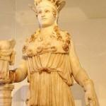 Древнегреческая богиня Афина, может, и мудрая, однако…